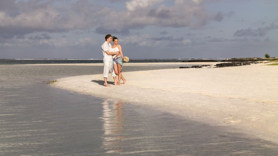 Honeymoon & Wedding couple at the beach, Mauritius